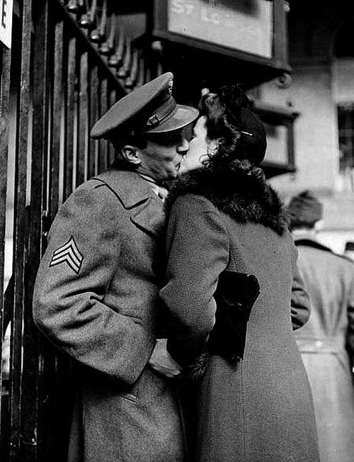 Anche questo un addio immortalato da Eisenstadt: Pennsylvania Station, 1944